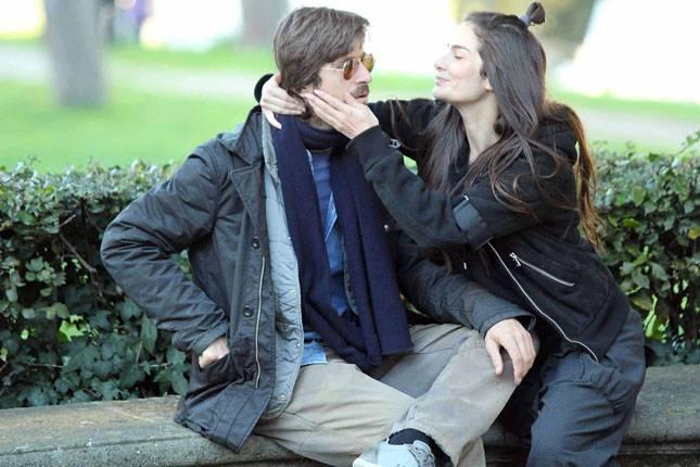 Kim Rossi Stewart con la compagna Ilaria Spada, portano il figlio Ettore al parco