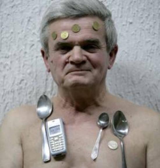 miroslav mandic magnetismo Magnete umano attrae i metalli con il corpo