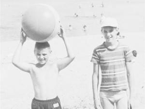 Grandi amici da bambini, dopo 60 anni si scoprono fratelli Foto Ottawacitizen.com