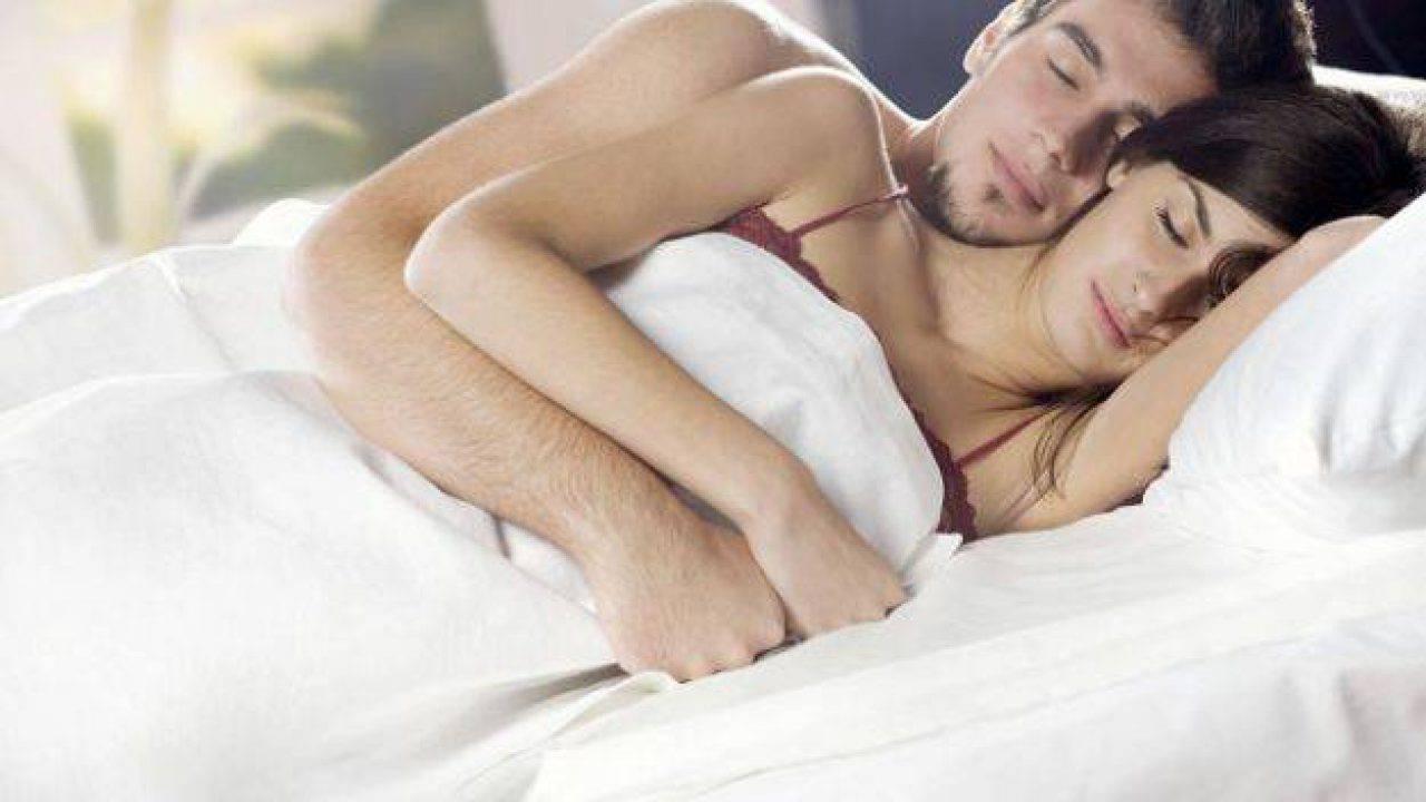 Abbracciati Nel Letto.Dimmi Come Dormi E Ti Diro Chi Sei