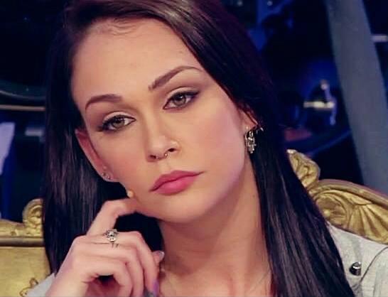 Valentina dallari a pezzi la tronista perde la testa dopo for Valentina immagini