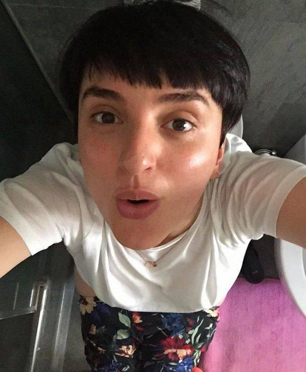 arisa-selfie-water-2