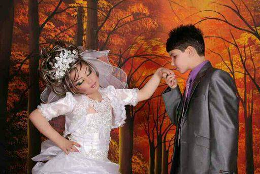 Iran/ Foto di presunte nozze in Iran: lui 15 anni lei 10