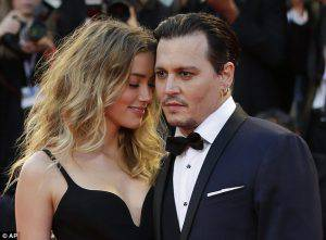 2BFAA45400000578-3222728-Smitten_Johnny_Depp_52_and_Amber_Heard_29_looked_every_inch_the_-m-99_1441399877127