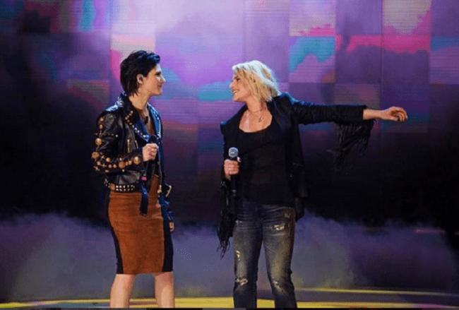 Striscia, Tapiro d'oro a Emma Marrone per lo scherzo hot ad Amici
