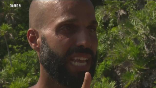 Jonathan Kashanian piange all'Isola dei Famosi: deluso dai naufraghi