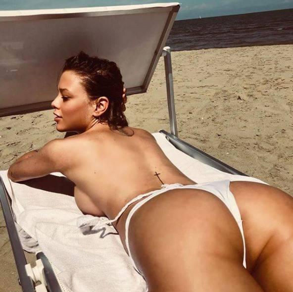 Silvia Provvedi Hot: la foto che fa il giro del web