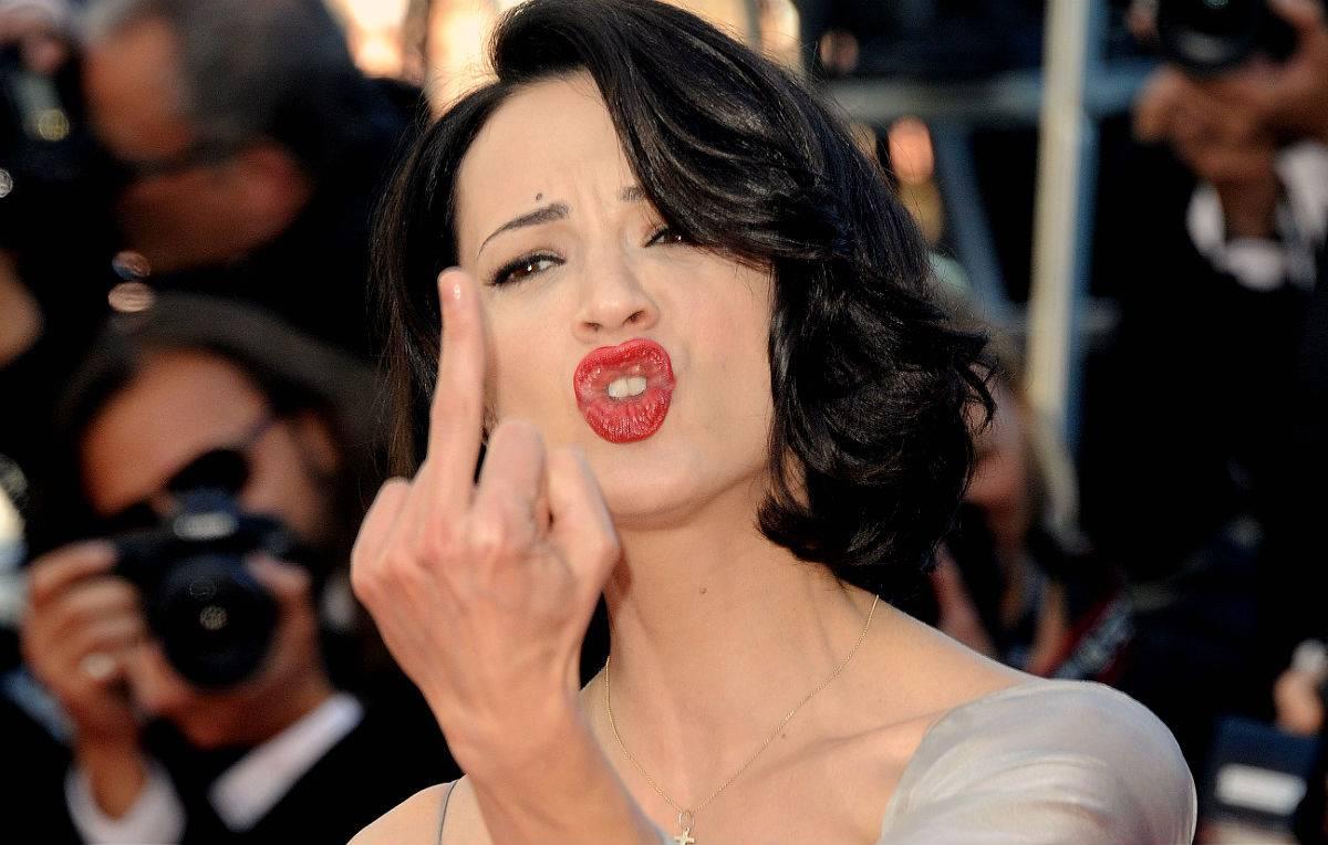 GF: insulti pesanti ad Asia Argento, l'attrice denuncia tutti