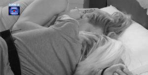 GF: Bacio notturno tra Veronica Satti e Alberto Mezzetti