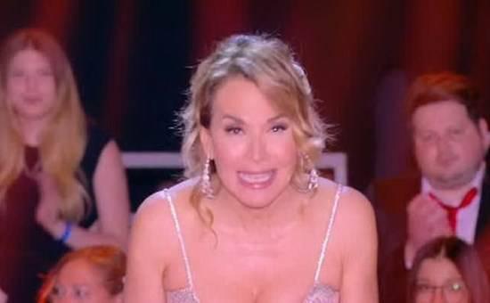 """GF: Barbara D'Urso attacca il ministro Fontana: """"La famiglia è amore"""""""