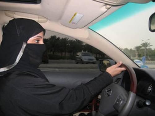 """Rivoluzione in Arabia Saudita: """"Adesso potranno guidare anche le donne"""""""