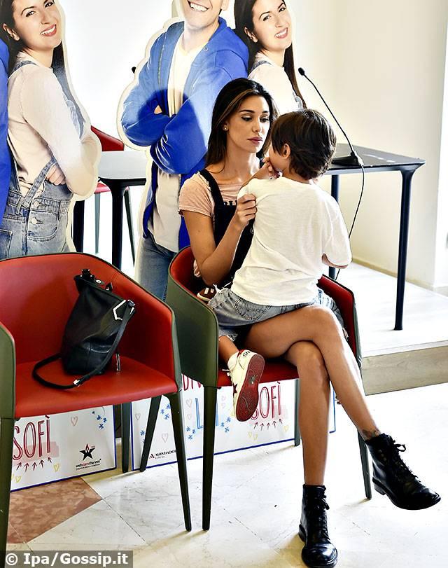 Belen Rodriguez porta Santiago da Luì e Sofì: Gli Youtubers preferiti del figlio