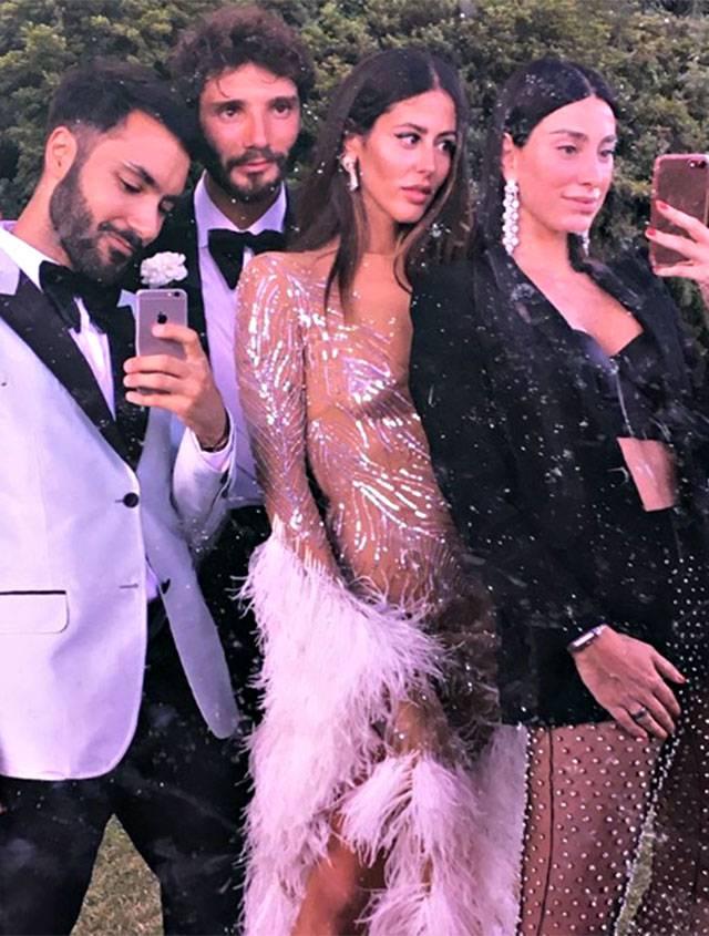 Stefano De Martino e Gilda al matrimonio dei loro amici: Che stile!
