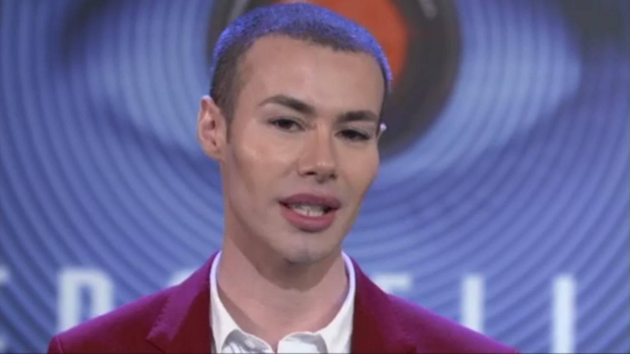 Angelo Sanzio finisce al pronto soccorso dopo un'aggressione omofoba