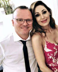 Anna Tatangelo e Gigi D'Alessio: insieme e felici alle nozze del nipote