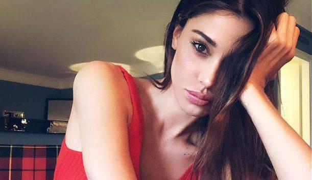 Belen Rodriguez beccata: il gestaccio non passa inosservato
