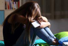 Padre con debiti, vendetta sulla figlia
