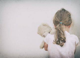 bambina-violentata-genitore-min