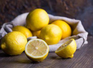 pulire piano cottura con limone