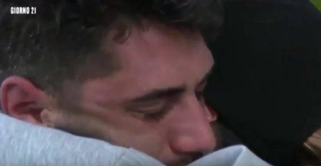 jeremias-rodriguez-lacrime-isola-famosi-2019