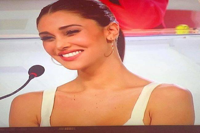 Belen Rodriguez sorride
