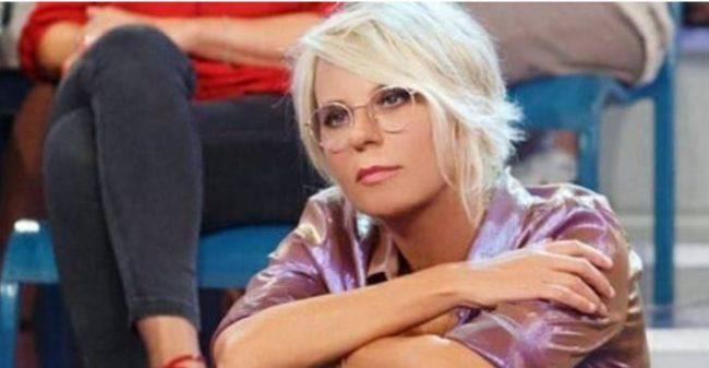 Vittorio Sgarbi litiga con Barbara D'Urso e attacca Caterina Collovati: 'Imbecille'