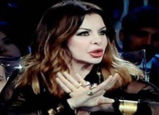 """Isola dei Famosi, Alba Parietti """"complice"""" nel caso Fogli: la risposta dell'opinionista è da applausi"""