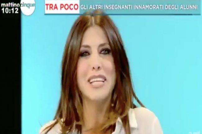 """Emanuela Tittocchia, choc a Mattino 5: """"Mi sono innamorata di un bambino di 11 anni, dormiamo insieme"""""""