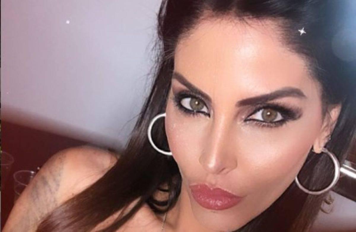 Guendalina Tavassi doccia sexy