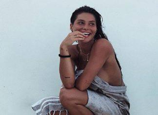 Ludovica Valli ripresa di spalle