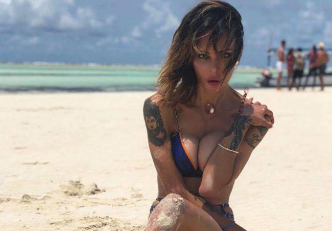 Nina Moric a Zanzibar, il gesto folle