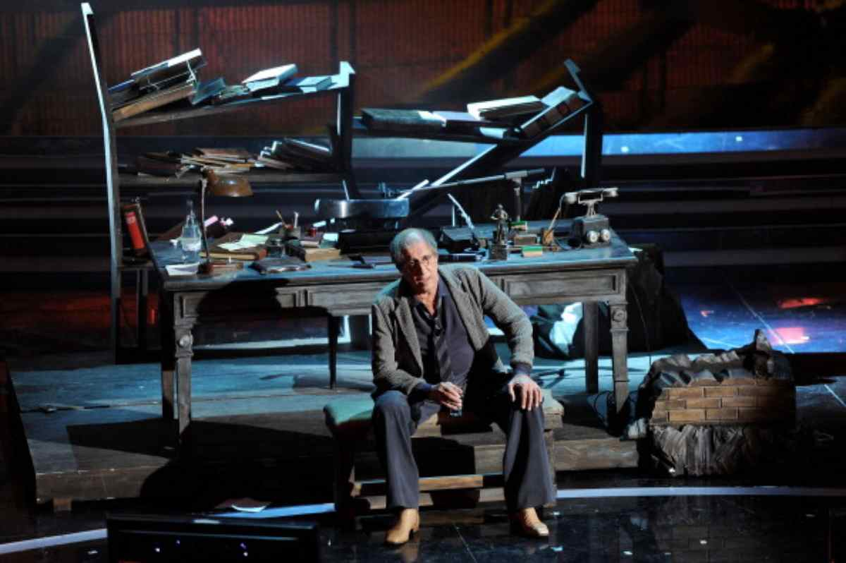 Adriano Celentano 'tradito' dall'emozione: la gaffe non passa inosservata