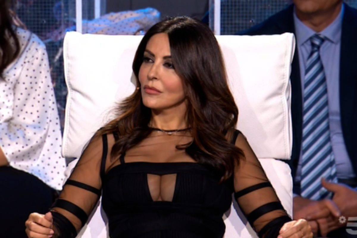 Sabrina Ferilli A Tu Si Que Vales Vestito Trasparente Scollatura Da Urlo