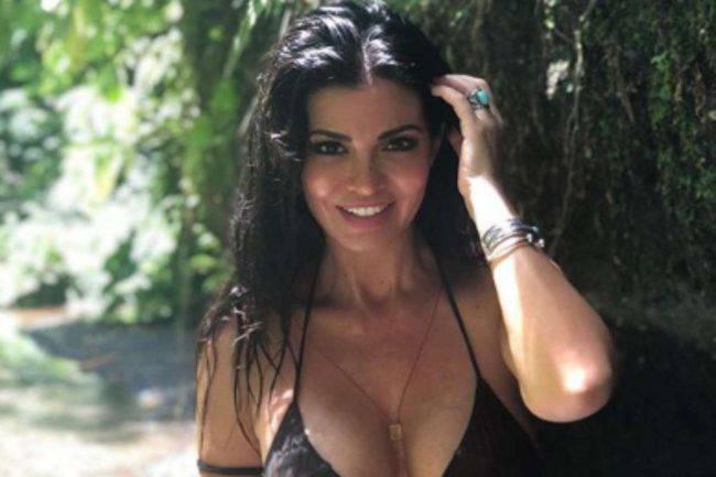 Laura Torrisi camicia aperta