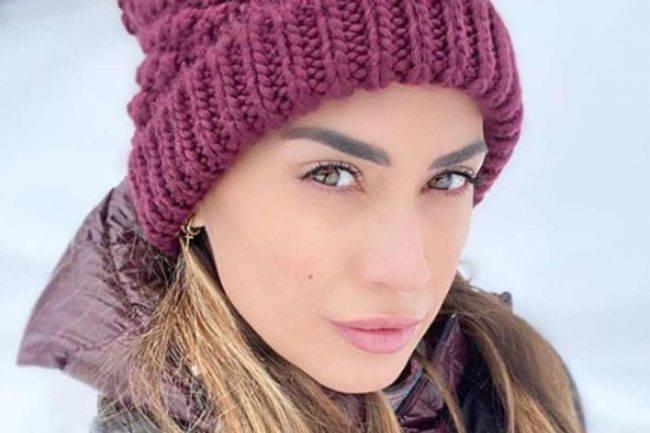 Melissa Satta accappatoio aperto