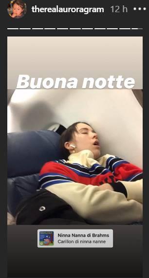 Aurora Ramazzotti, 'beccata' in viaggio