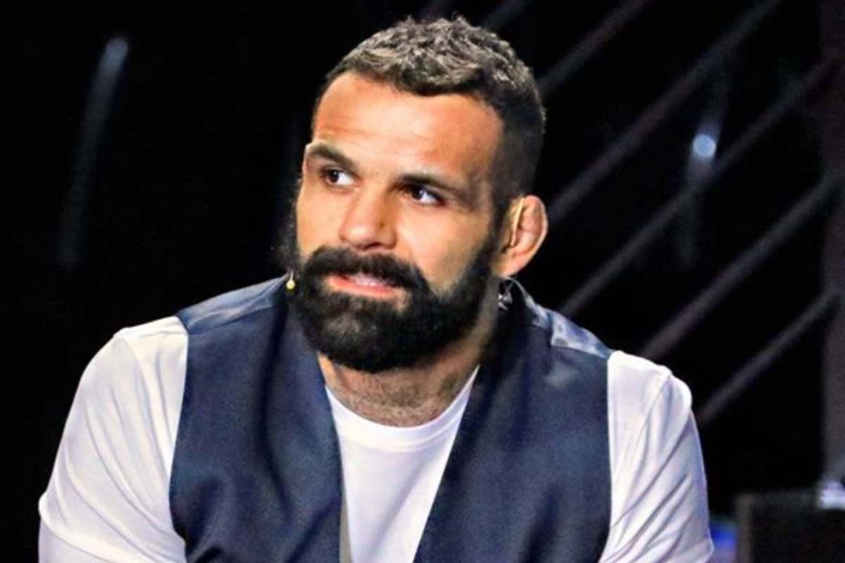Amici 19, il discorso di Alessio Sakara commuove gli studenti del Talent Show: parole da brividi quelle dell'ambasciatore MMA