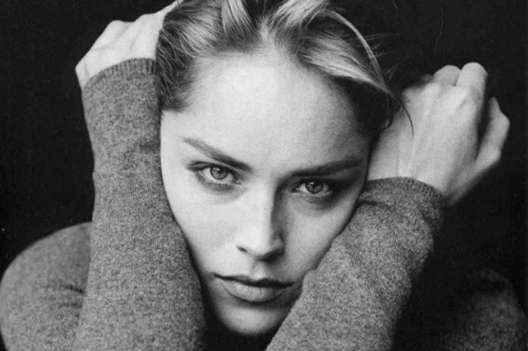 """Sharon Stone si iscrive su un'app per incontri, ma accade l'impensabile: """"Mi stai escludendo?"""" le parole dell'attrice lasciano di stucco"""