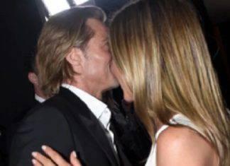 Brad Pitt Jennifer aniston bacio