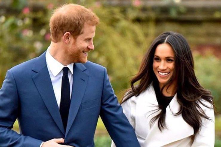 """Royal Family, ancora novità, le parole di Harry Windsor alla cena di beneficenza spiazzano tutti: """"Non ce ne stiamo andando"""""""