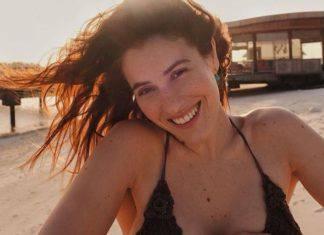 Diana Del Bufalo stuzzica