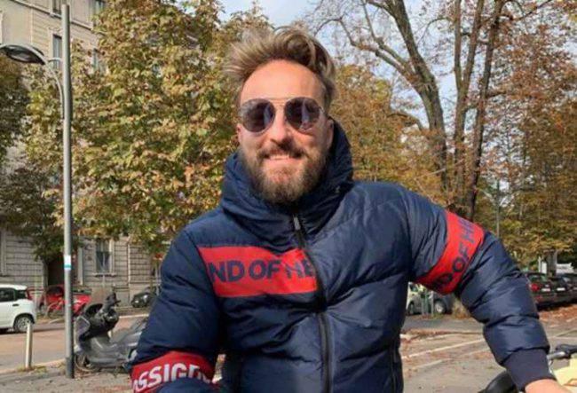 Coronavirus: Francesco Facchinetti prende a schiaffi due persone in strada
