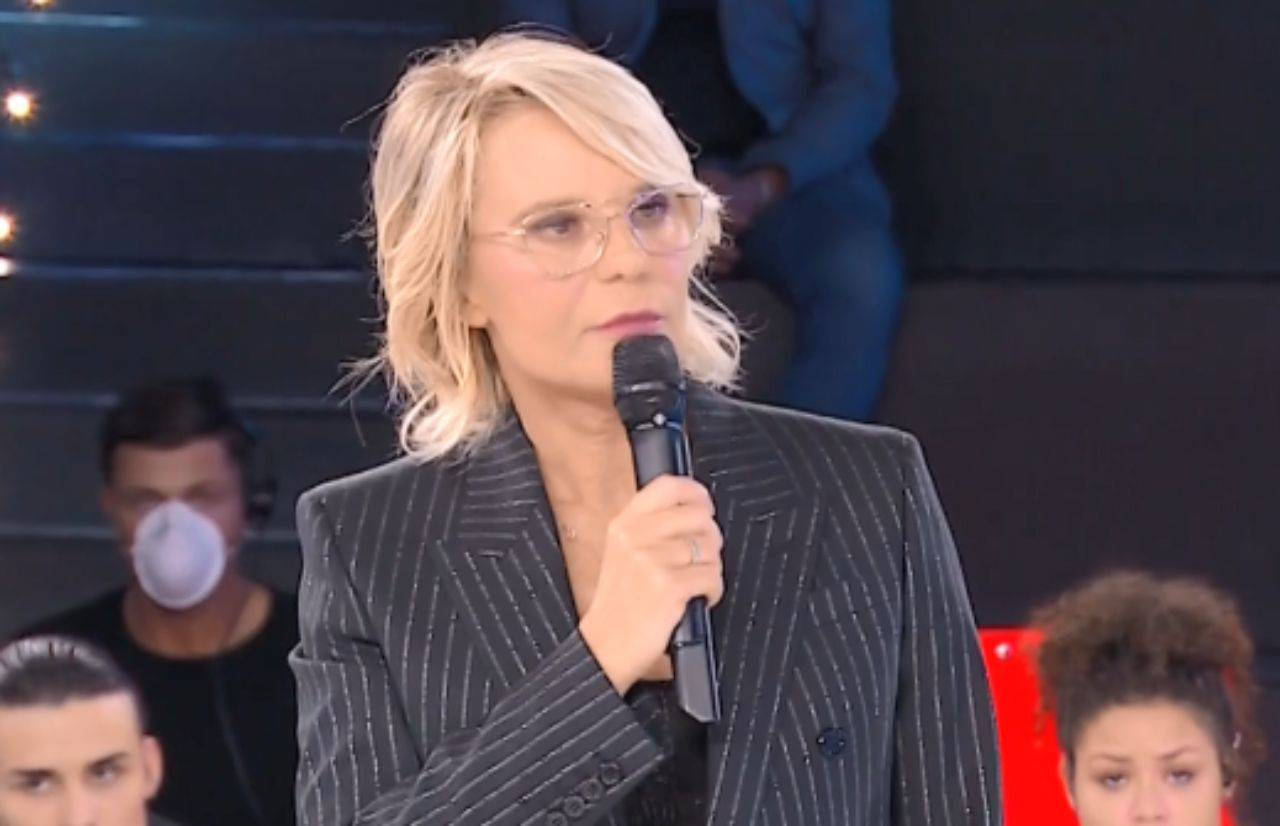 Amici 19 Maria De Filippi Si Scaglia Contro Un Professore Scontro In Diretta