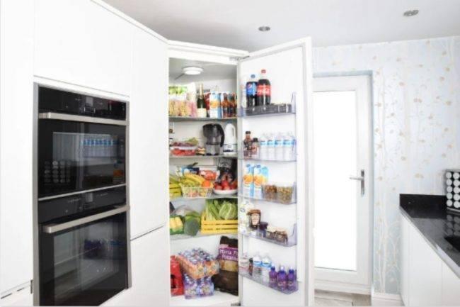 Pulizia del frigorifero, nonostante sia un'operazione scocciante, è necessaria, quindi vi diamo alcuni consigli utili per farlo bene e in poco tempo