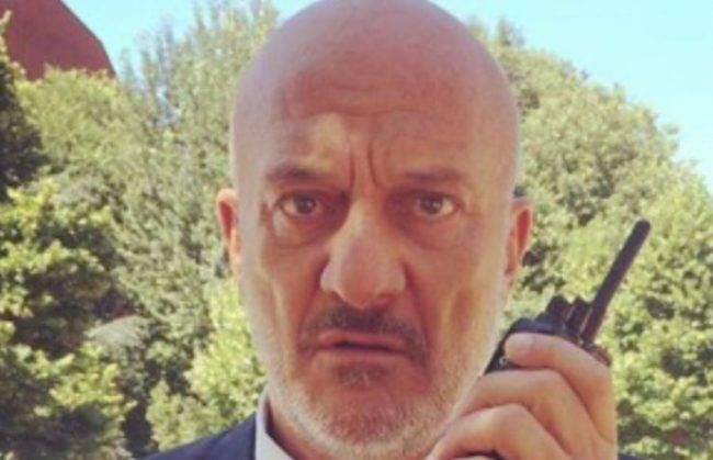 Claudio Bisio la dolorosa confessione E morta mia mamma forse per Covid
