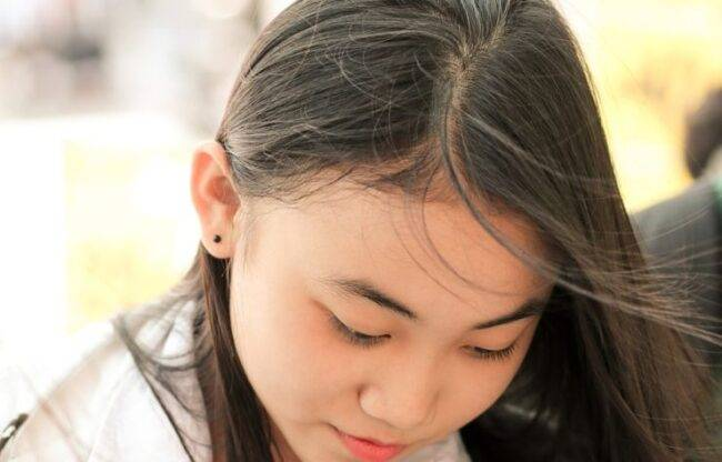 Caduta di capelli, aumentano i casi tra le donne: la prima ...