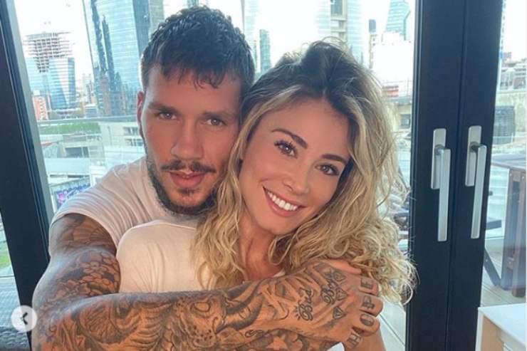 Diletta Leotta avvinghiata a Daniele Scardina: lo scatto in costume fa impazzire i fan