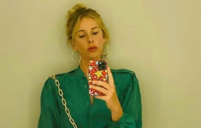 Alessia Marcuzzi maglione monospalla
