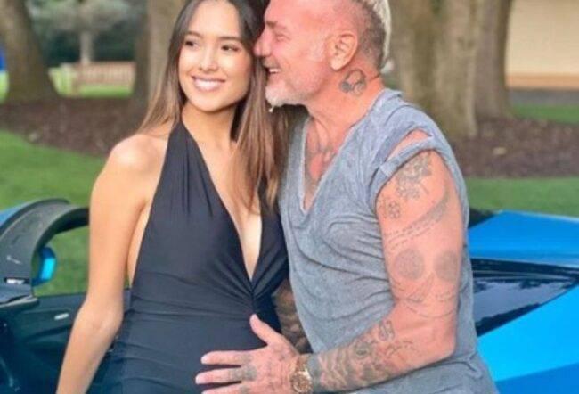 Gianluca Vacchi annuncia con una fumata il sesso del neonato