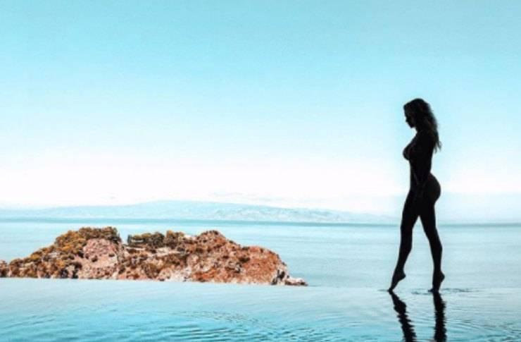 Diletta Leotta. a bordo piscina: l'effetto vedo non vedo è da urlo